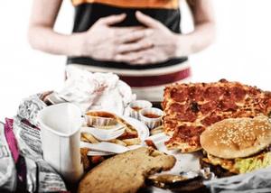 первая помощь при переедание жирной пищей