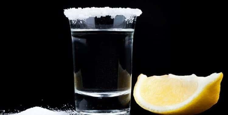 Водка с солью при кишечных расстройствах