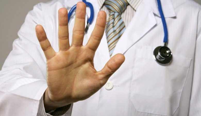 Почему вывод из запоя на дому должен выполнять опытный нарколог?