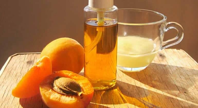 Ядра абрикосовых косточек: польза и вред для женщин, мужчин, детей