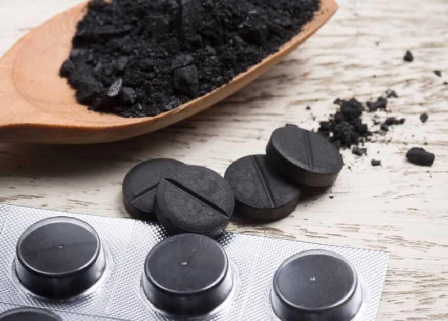 Помогает ли активированный уголь от тошноты?