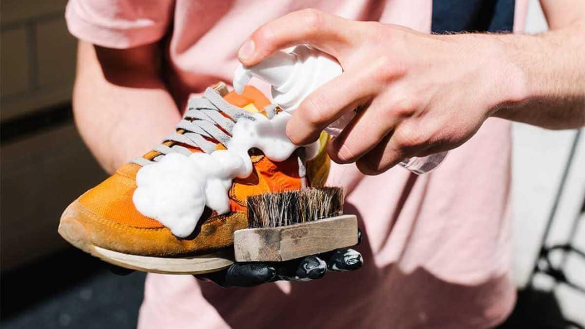 Особенности и преимущества химчистки обуви
